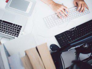 Zu der Textsorte Werbetexte zählen E-Mails, Anschreiben und Werbebriefe
