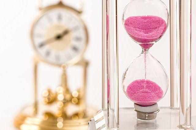hourglass 1703330 640