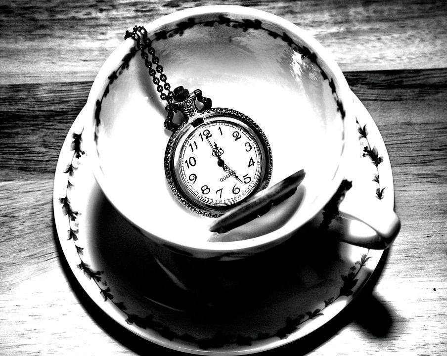 taschenuhr_in_einer_Teetasse