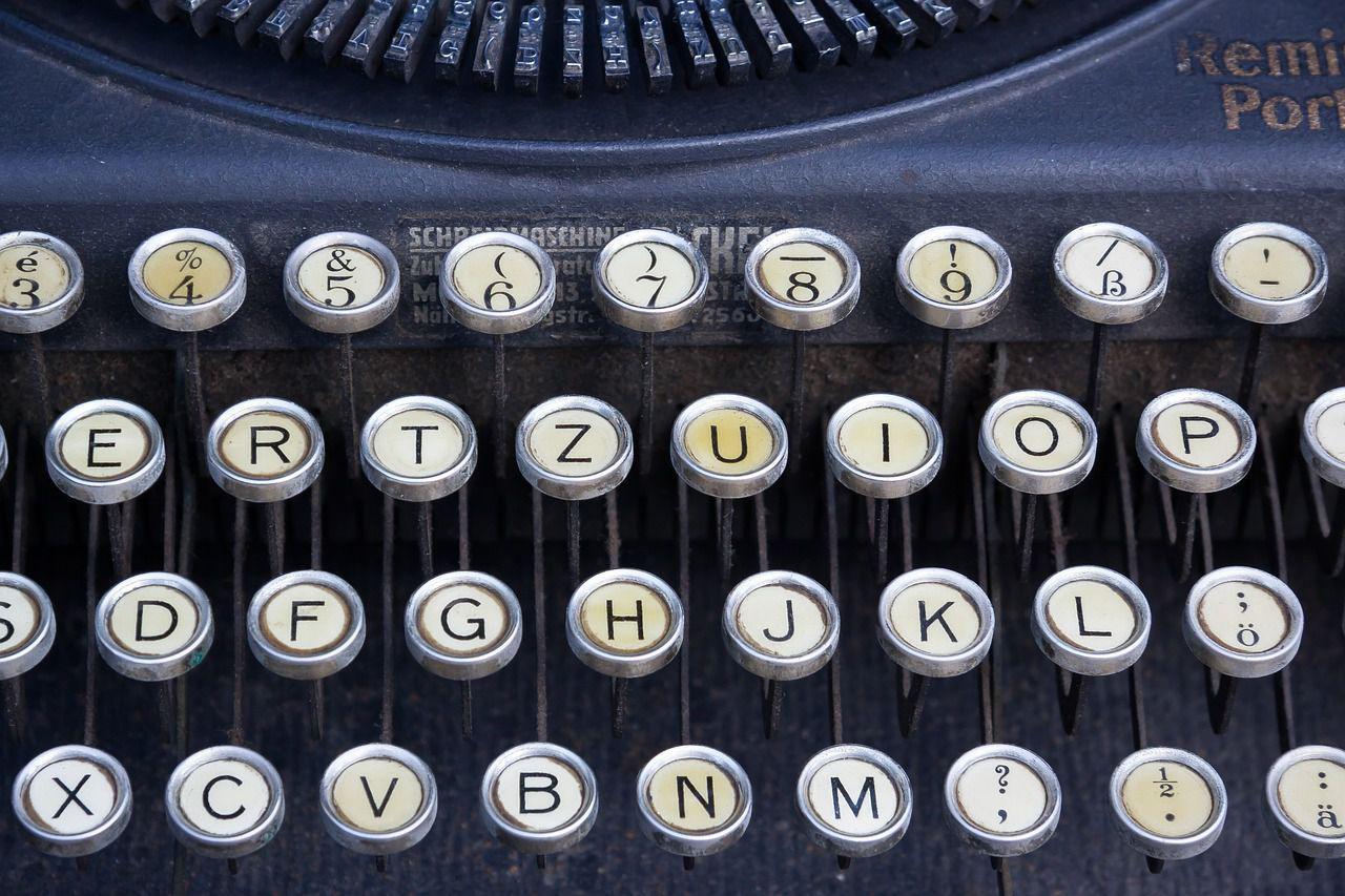 typewriter-464746_1280